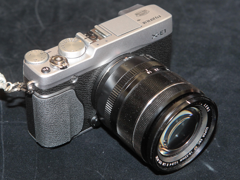 <b>XF 18-55mm F2.8-4 R LM OISを装着したところ</b>