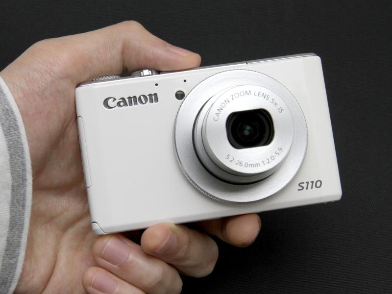 <b>コンパクトデジタルカメラの中でも、ポケットカメラと呼ばれる小型ボディ</b>