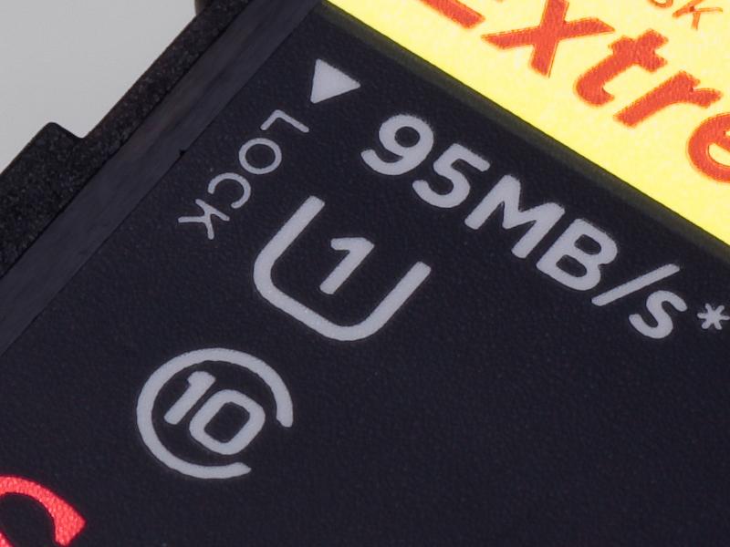"""<b>高速転送を重視するなら、""""U""""と""""1""""を組み合わせたUHS-Iアイコンのあるカードを選びたい。今後発売が予定されているフルサイズ機のキヤノン「EOS 6D」、ソニー「α99」もUHS-Iに対応している</b>"""