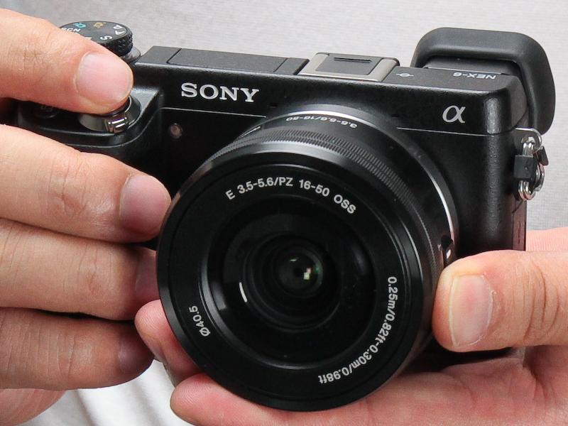 <b>E PZ 16-50mm F3.5-5.6 OSSを装着したNEX-6</b>