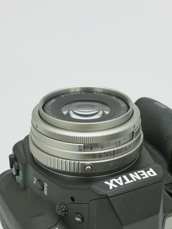 <b>解像度より見た目の美しさを重視したリミテッドシリーズ第一弾として97年に登場した標準レンズ。</b>