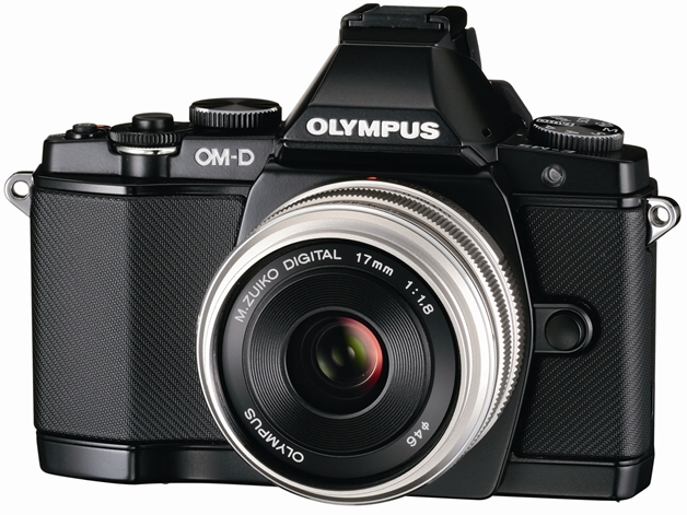 <b>OLYMPUS OM-D E-M5に装着したところ</b>