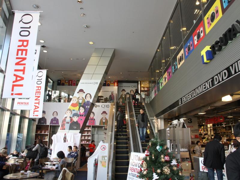 TSUTAYA TOKYO ROPPONGIには「Q10 RENTAL」の文字が躍る