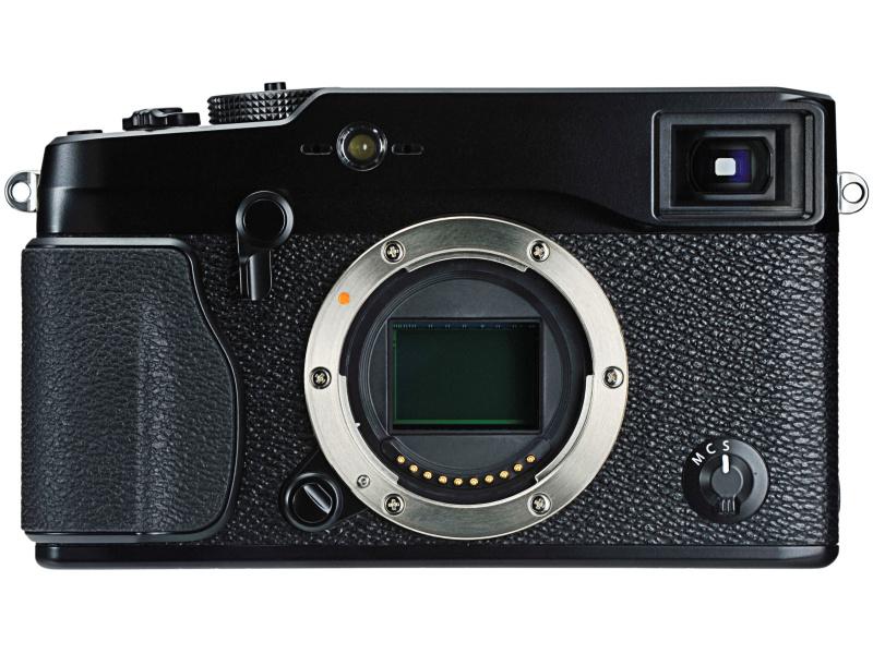 FUJIFILM X-Pro1。「ベイヤー配列とは異なる6×6の36画素を1セットとした独自の撮像素子「X-Trans CMOS」と、交換レンズの焦点距離により光学倍率が切り替わるOVF、EVF切り替え式のファインダーを備えたレンズ交換式デジタルカメラ」