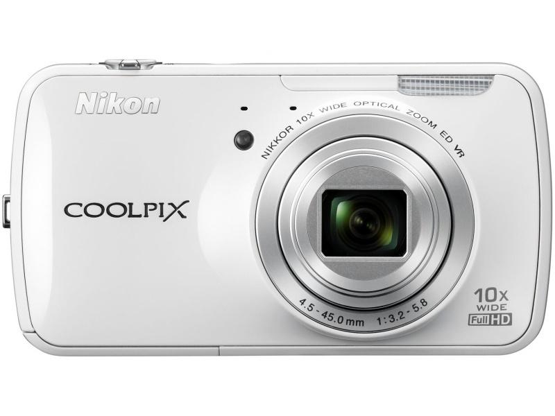 ニコンCOOLPIX S800c。「Android OSを搭載し、アプリケーションやWi-Fiが利用可能なコンパクトデジタルカメラ」