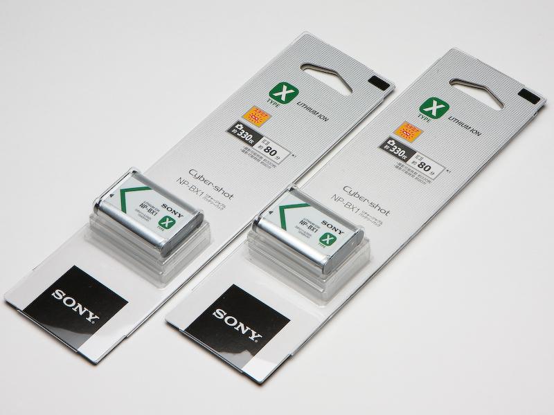 予備としてバッテリー「NP-BX1」はとりあえず2コ購入。DSC-RX1の電池の持ちはよいほうではないので、しばらく様子を見て必要であれば、さらに買い足していくつもり。