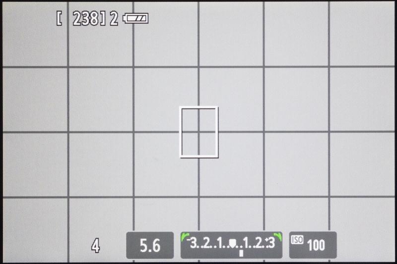 右キー(露出補正ボタン)を押したときの表示。この状態で電子ダイヤルを回せば露出補正となる。表示なしモードでも基本的な撮影操作には困らないのである。