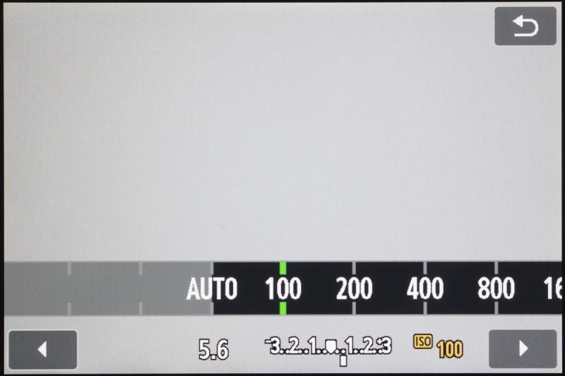 ISO感度のアイコンにタッチしたときの画面。左右キーを押したり、電子ダイヤル回したりすると、ISO感度が変えられる。
