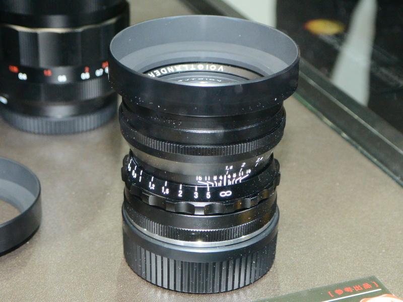 アルミ鏡筒のブラックカラーも用意する。シルバーは真鍮鏡筒