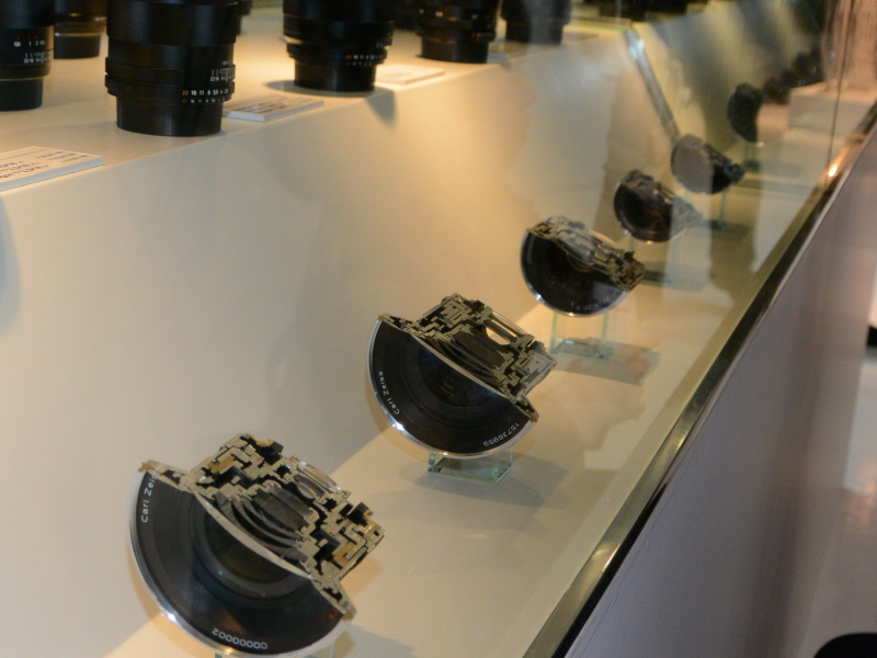 コシナ現行全レンズのカットモデルを展示