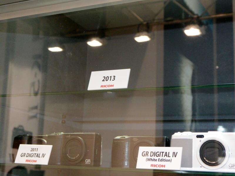 2013年のGRシリーズ最新モデル登場を予感させる「2013」の札