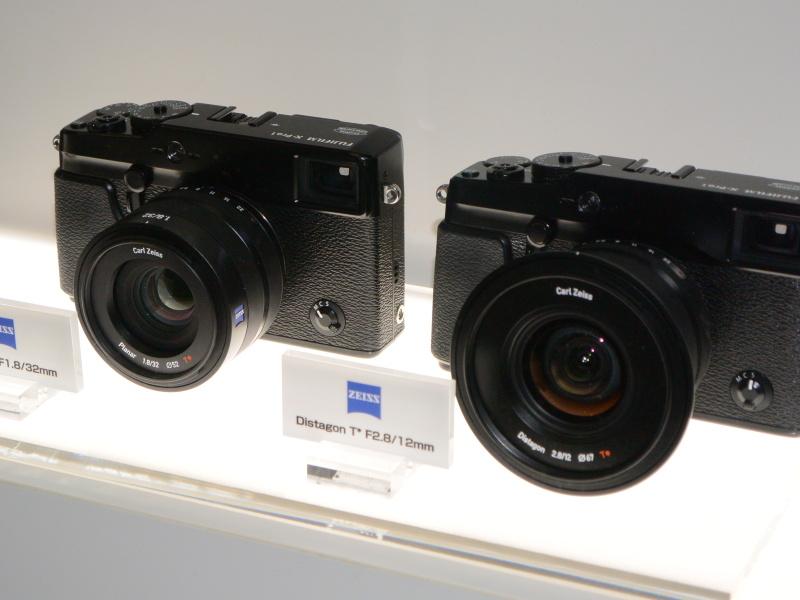 フォトキナ2012にもあったカールツァイスのXマウントレンズをケース内展示