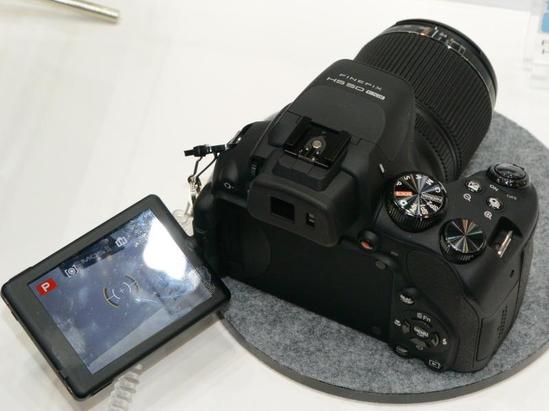 FinePix HS50EXR。0.05秒AFを謳う42倍マニュアルズーム機