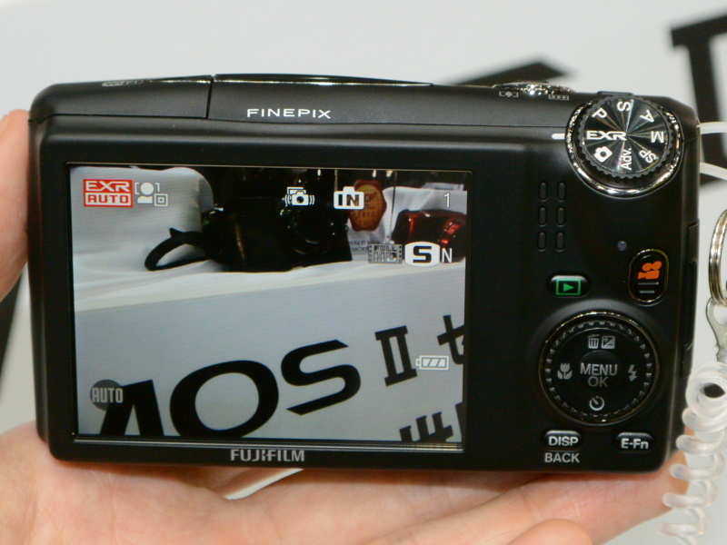 FinePix F900EXR。0.05秒AFを謳う20倍ズーム機。スマホ連携機能も装備