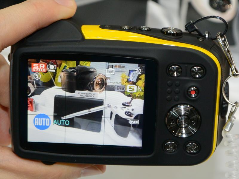FinePix XP60。6m防水、1.5m耐衝撃、-10度耐寒、防塵のタフネス機
