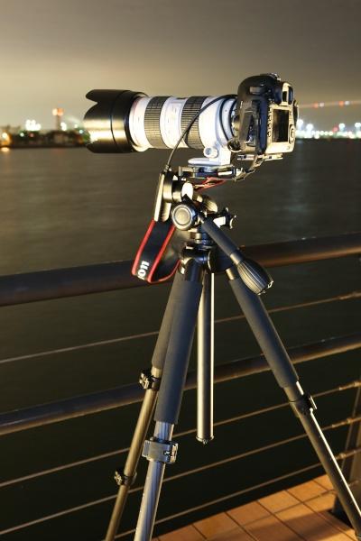 センターポールを伸ばさず低い状態に保つと、カメラが一番安定した状態で撮影ができます。