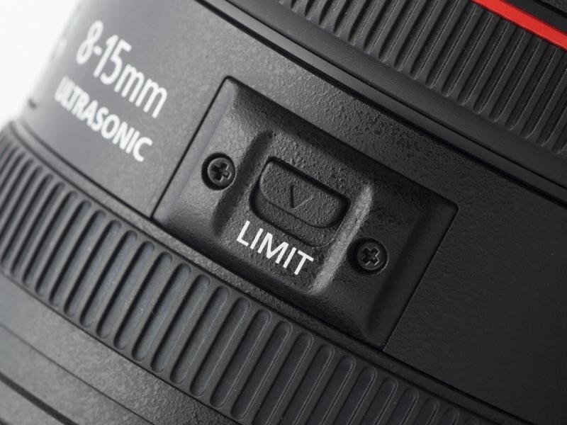 ズームリミッターを「LIMIT」側にセットすると、APS-Cサイズでケラレが生じないズーム範囲に制限される。つまり、10-15mmの魚眼ズームになるわけ。