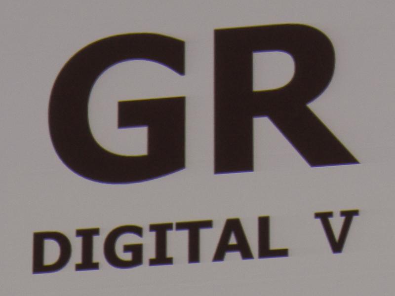 「GR DIGITAL V」(左)ではなく、「GR」(右)とした。