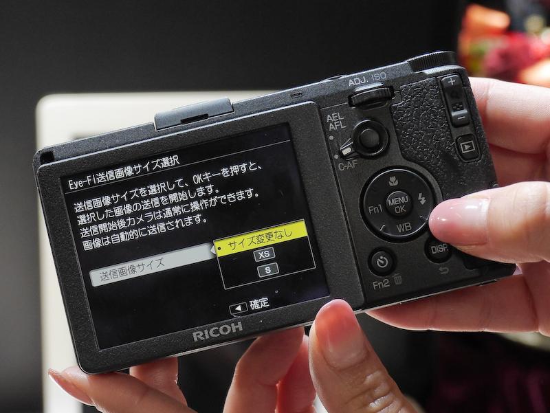 専用ボタンでEye-Fiの転送画面が呼び出せるカメラは初めてだという。