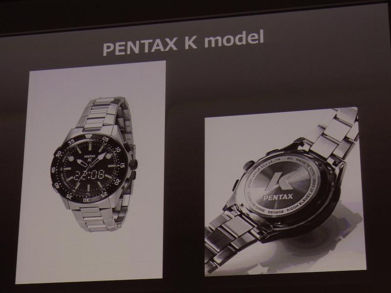 """カメラをモチーフに取り入れた腕時計も<a class="""""""" href=""""http://dc.watch.impress.co.jp/docs/news/20130417_596237.html"""">限定発売する</a>。"""