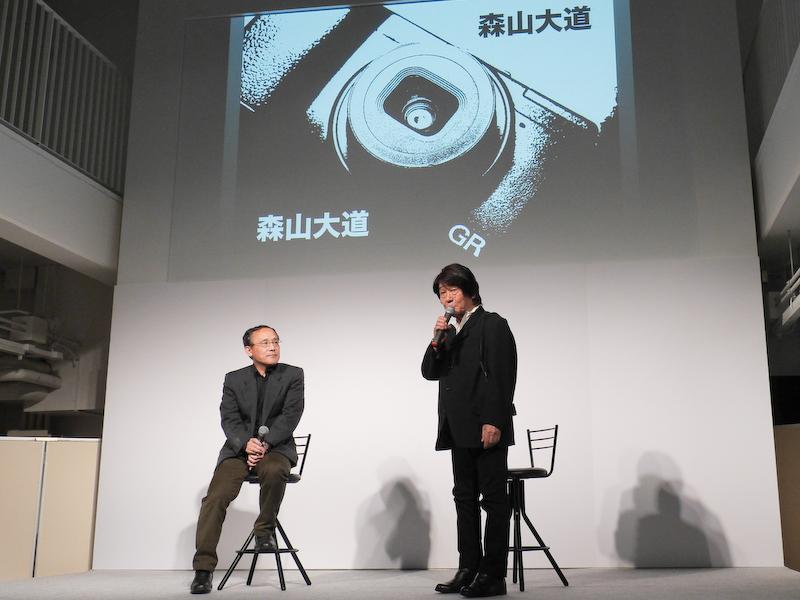登壇した森山大道氏(右)。
