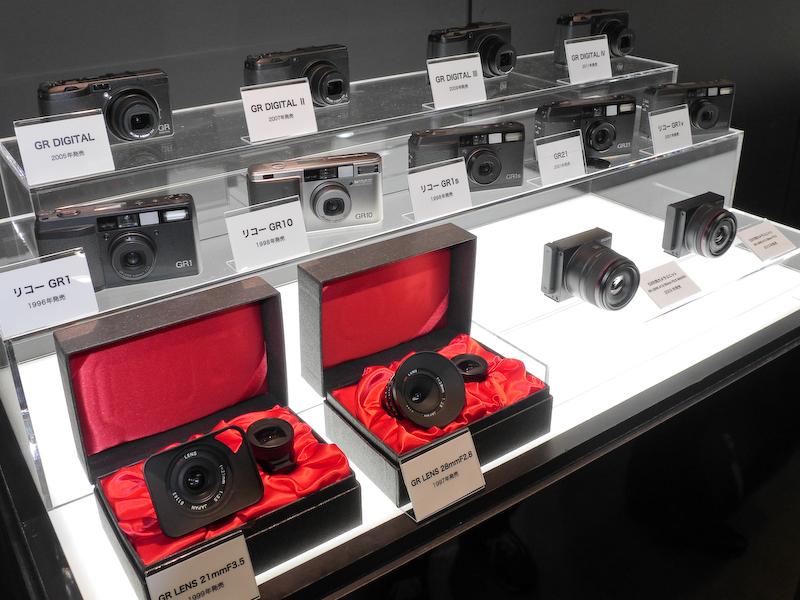歴代のGRシリーズおよび、GRレンズとGRレンズ採用カメラユニット。