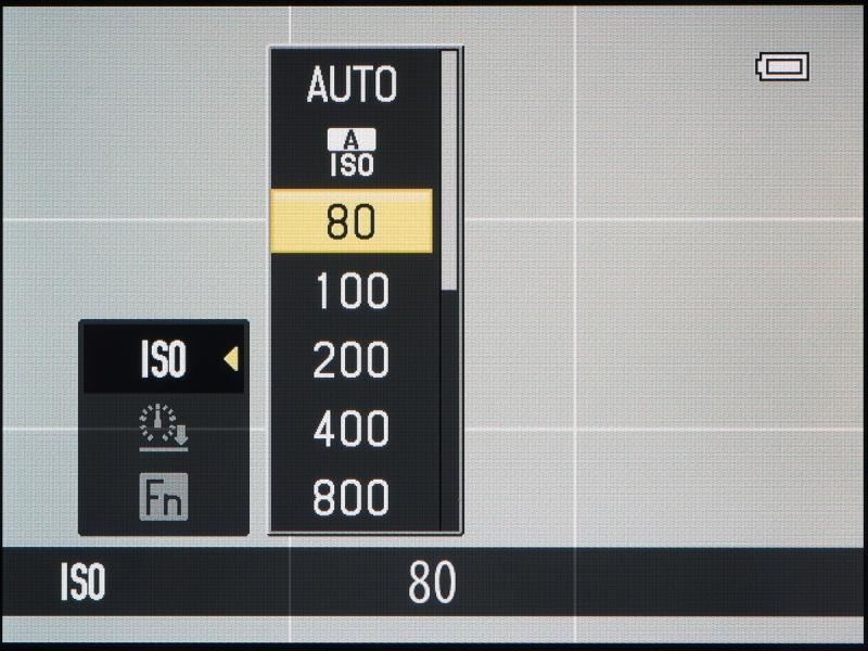 ISO感度を選ぶとこんな表示になる。違う機能を呼び出したいときは左キー→下キーで「Fn」を選んで右キーを押す。