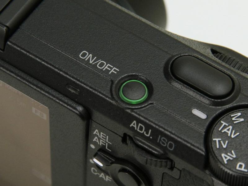 電源ランプの点灯や液晶モニターの表示オフも可能