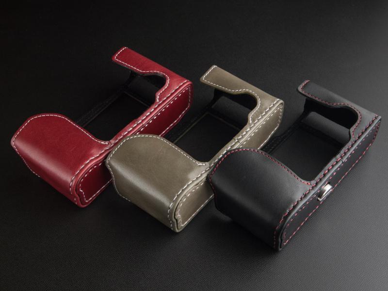 レザーの種類とカラー、そしてステッチのカラーが選択できる