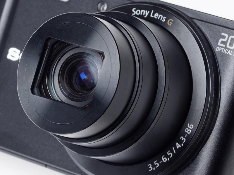 25-500mm相当のソニーGレンズを搭載。小さなボディに光学20倍の高倍率ズームを搭載する。