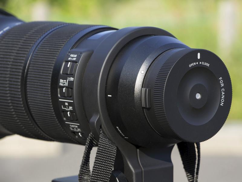 その後レンズからカメラボディを取り外し、かわりにUSB DOCKを装着する。