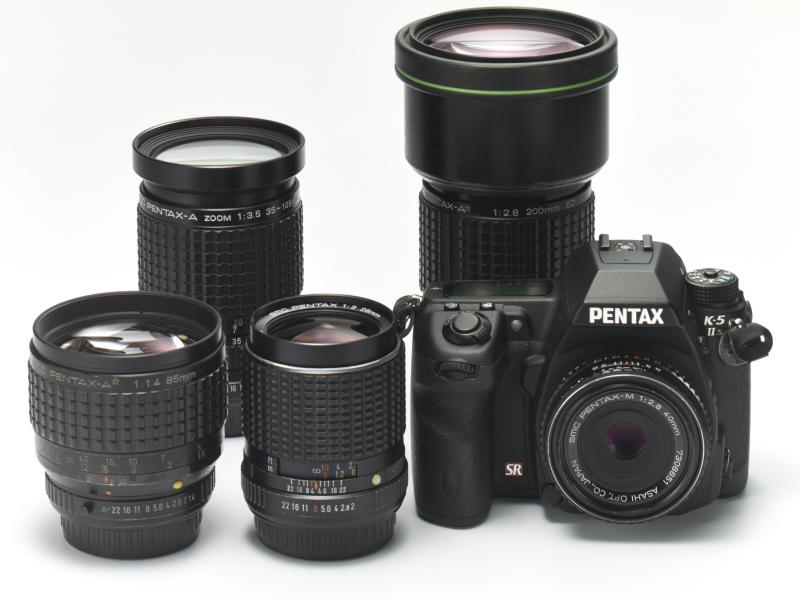 今回ネタにするMF時代のsmc PENTAXレンズとK-5 IIsのそろい踏み。K 28mm F2、M 40mm F2.8、A* 85mm F1.4、A* 200mm F2.8、それにA 35-105mm F3.5ズーム。