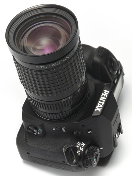 smc PENTAX A 35-105mm F3.5ズームレンズ。F2.8通しのズームレンズが登場するのはこれより一世代あとの話であり、F3.5通しの3倍ズームは画期的なものだった。(紙幅の都合でこのレンズの実写作例は割愛)