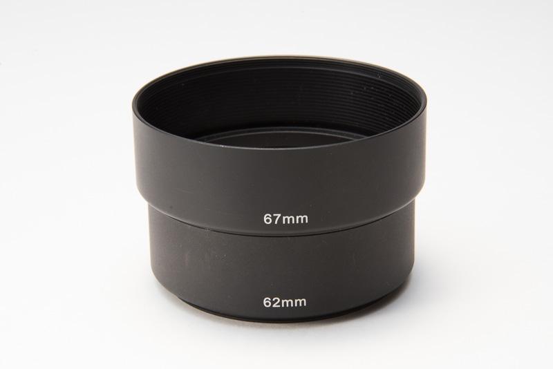 ケンコー製のメタルフード。62mmと67mmを連結したところ。一回りずつサイズが大きくなっていくが、延長筒として使用可能。