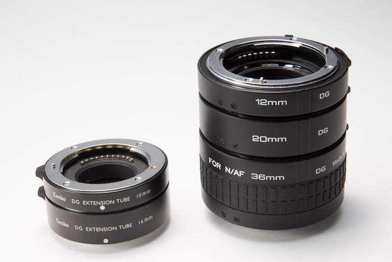 ケンコー製のデジタル接写リング。キヤノン EOS EFEF-S用、ニコン一眼レフ用、ソニーα用、ソニーNEX用、マイクロフォーサーズ用などがある。