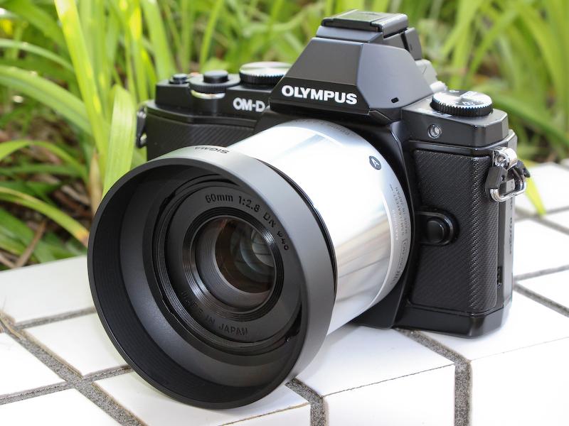 OLYMPUS OM-D E-M5との組み合わせ。発売は5月17日。実勢価格は1万9,800円前後。