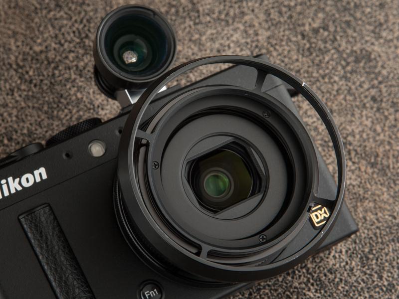 M46システムスリットフードは1万3,650円。ハヤタカメララボなどで取り扱いがある