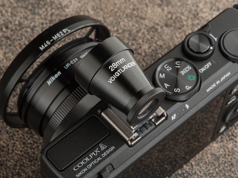 28mmビューファインダーMは2万4,500円。ブラックペイントの光沢が美しい
