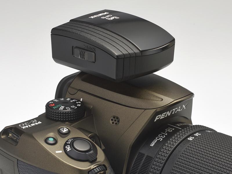 ペンタックスのシステムには、K-30やK-5系と同様の防塵・防滴性能を備えたGPSユニットO-GPS1が用意されている。本稿執筆現在での量販店での価格は1万7,700円前後。