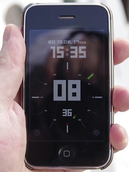 カメラの内蔵時計が狂っている状態を再現した。Time Signalの表示する時刻が15:35:08であるのに対し、Exif時刻は15:30:10と記録されている。