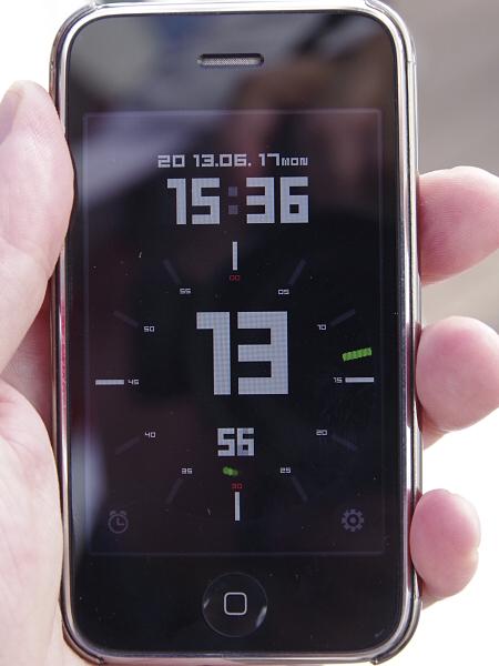 O-GPS1の時刻自動修正機能で内蔵時計を修正して撮影。表示時刻が15:36:13であるのに対し、Exif時刻が15:36:12となっている。なぜか1秒余の誤差があるがまずまずの精度だ。