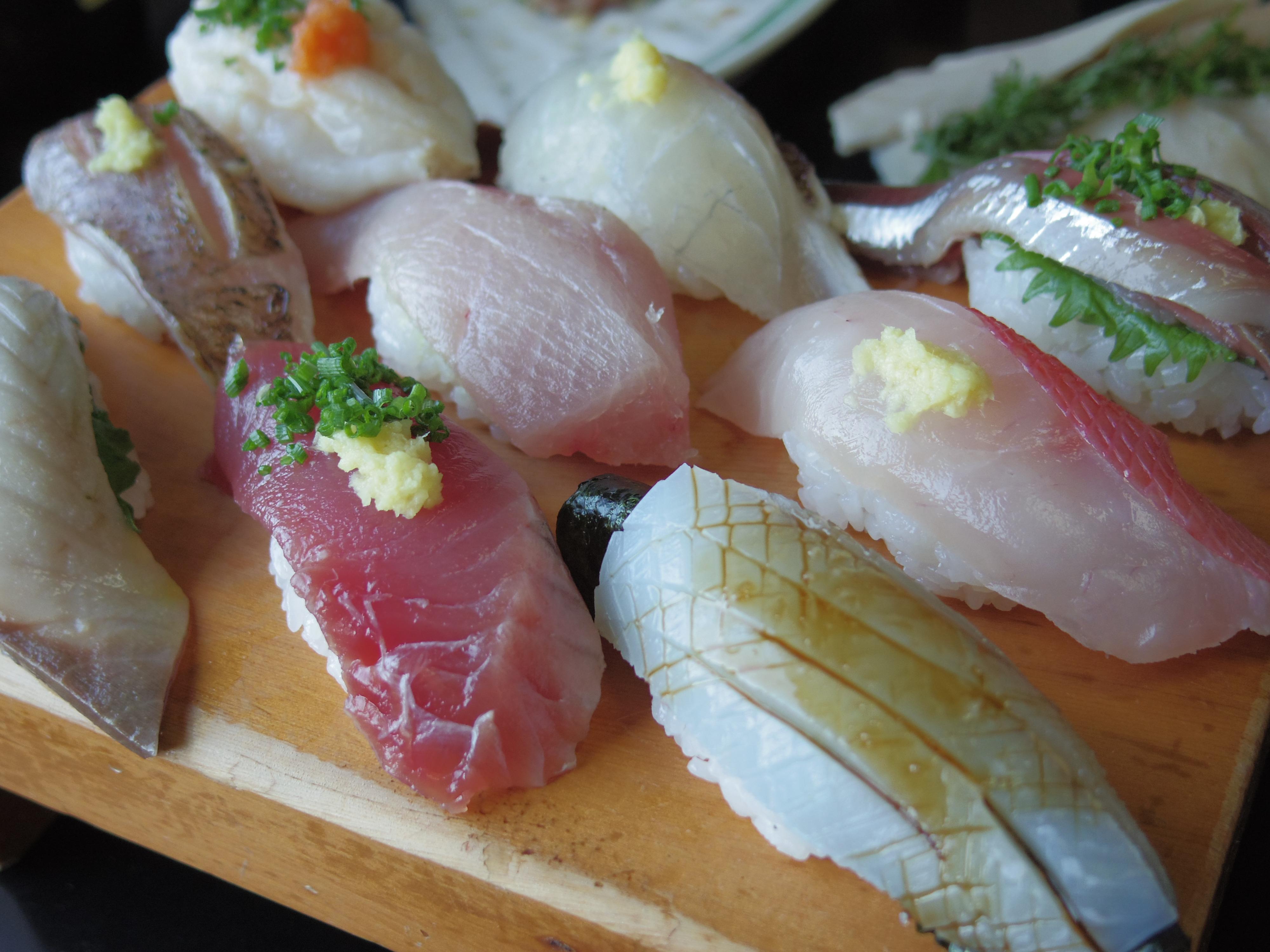 千葉のお寿司屋さんにて。お腹ペコペコだったので食欲と戦いながら撮った1枚。1/320秒 / F1.9 / 0EV / ISO200 / 絞り優先AE / WB:オート / 8.5mm