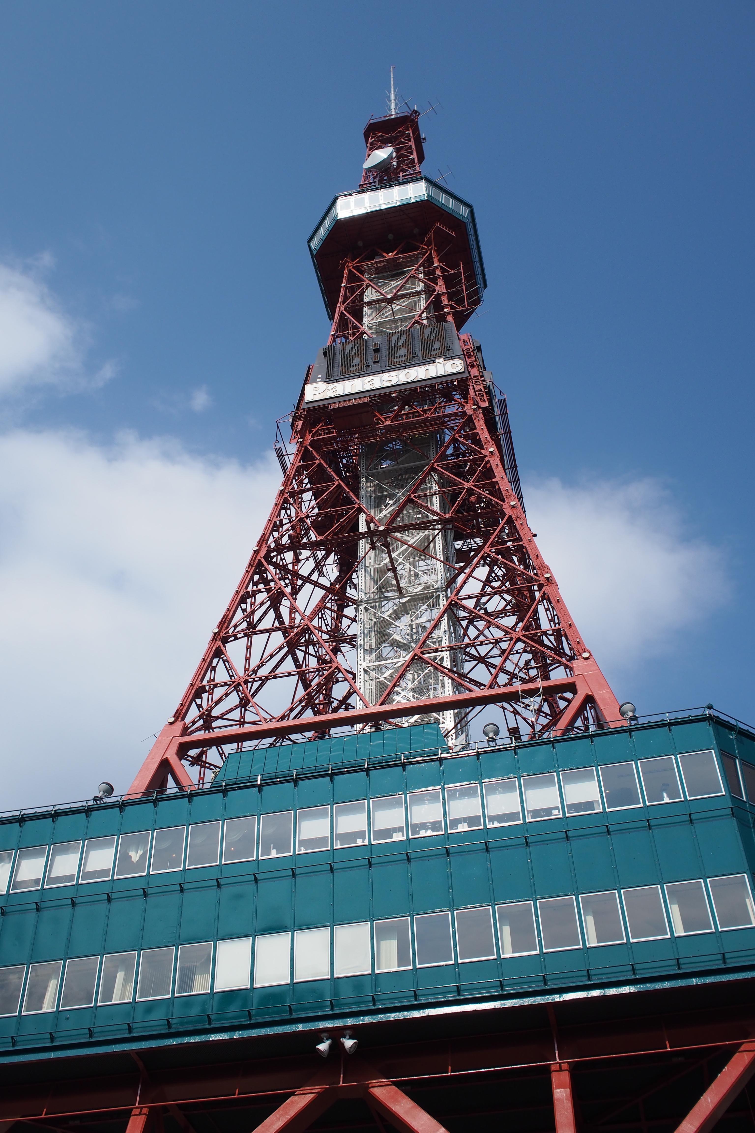 ちなみに、この春お色直ししたばかりのテレビ塔。鉄骨の細かい部分まできれいに解像している。このレンズもお買い得品だなぁって思う。M.ZUIKO DIGITAL 17mm F1.8 / 1/3,200秒 / F3.5 / 0EV / ISO200 / 絞り優先AE / WB:晴天 / 17mm