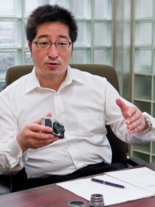 若代滋氏(レンズ交換式カメラ全般の商品企画を担当)
