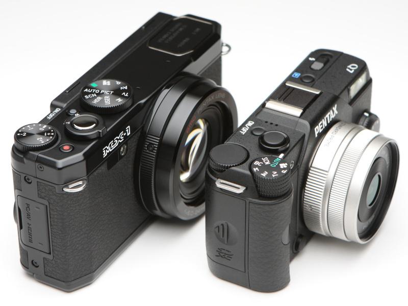 ミラーレスのPENTAX Q7よりボディは一回り以上大きい。APS-Cサイズのイメージセンサーを搭載していてもよさそうなボディだ。