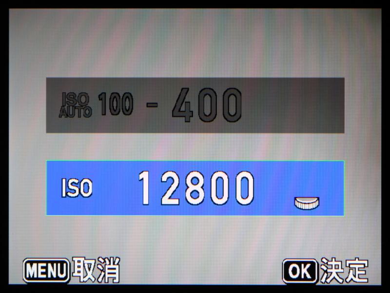 最高感度はISO12800を実現。さすがにこの感度ではノイジーだが、イメージセンサーが裏面照射型の1/1.7型CMOSであるため、コンパクト機としては健闘している