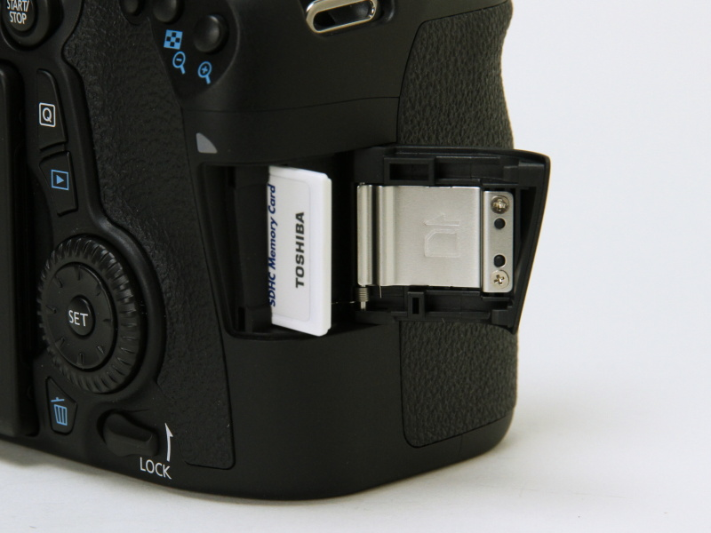 SDXC/SDHC/SDメモリーカードに対応