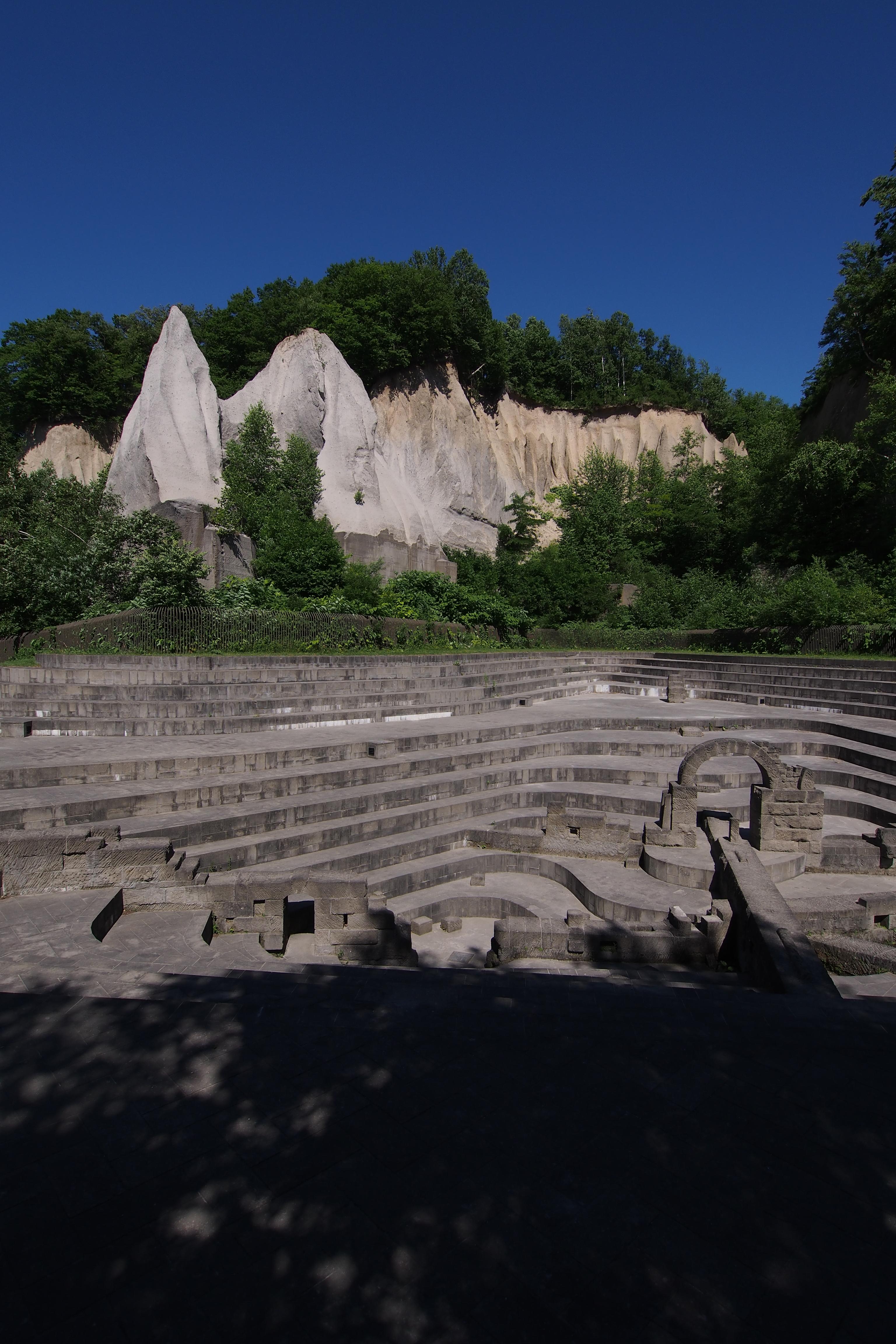 今回は、石山緑地というところに行ってきた。札幌軟石という石材の石切場の跡地を利用した公園で、およそ日本っぽくない景観が楽しめる。M.ZUIKO DIGITAL ED 9-18mm F4-5.6 / 1/1,600秒 / F6.3 / -0.7EV / ISO200 / 絞り優先AE / WB:オート / 9mm