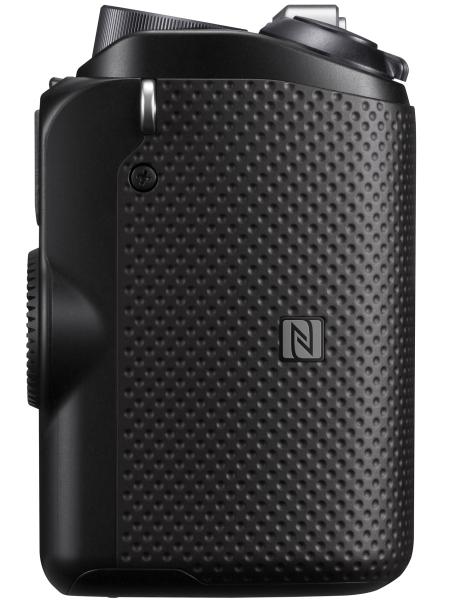 ボディのグリップ部分をスマートフォンなどとタッチさせるとNFC機能が利用できる。