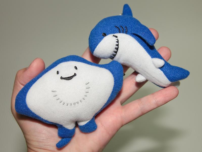 発表会ではエイさんとちいサメのストラップが配られた。体を押すとしゃべる。